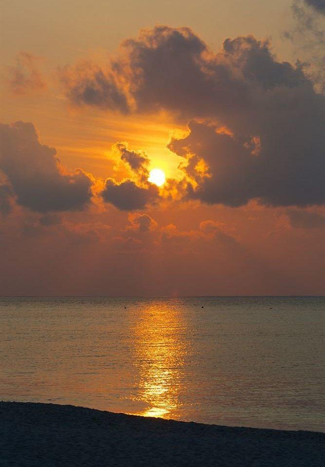sky water Sunset clouds Sun Sea cloud horizon afterglow sunrise Ocean cloudy dawn Nature morning dusk evening Coast sunlight setting Beach shore