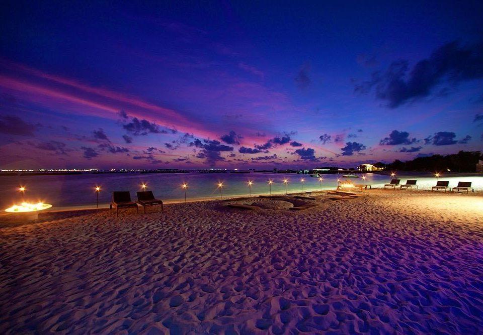 sky Beach horizon Sea afterglow shore Nature dusk Sunset dawn cloud Ocean sunrise evening Coast morning sunlight wave sand