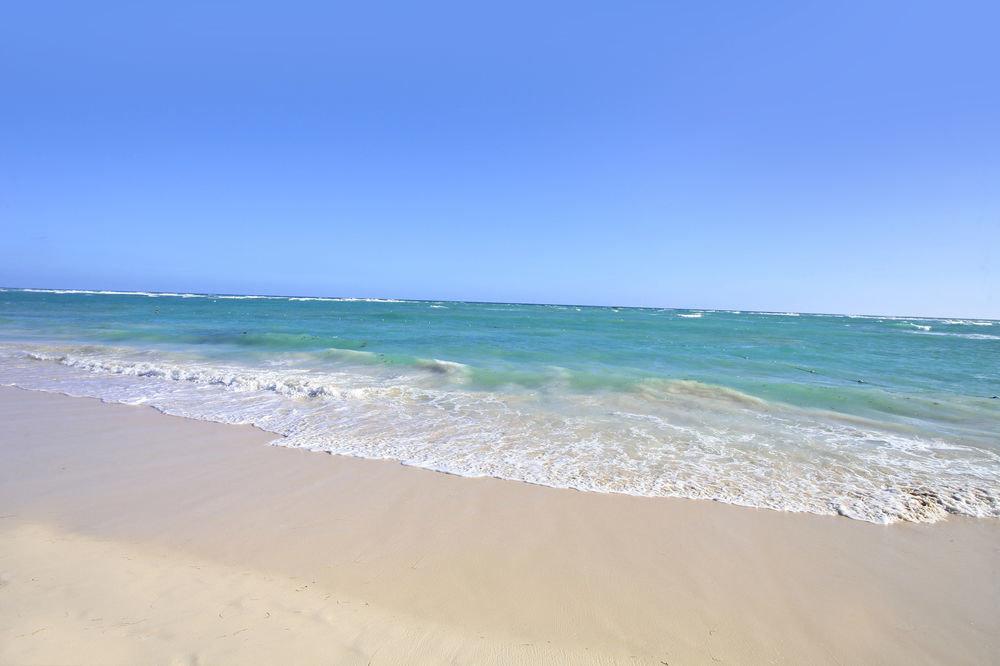 sky water Beach habitat Nature shore Sea Ocean wind wave Coast wave horizon sand cape material sandy