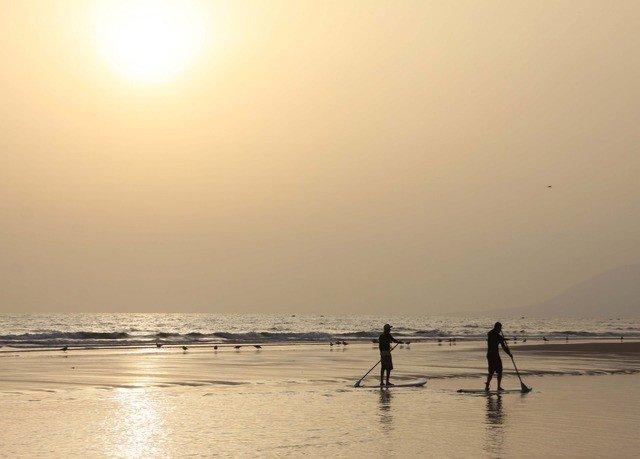 sky water Beach Sea shore horizon atmospheric phenomenon Ocean morning wave Nature sunrise dawn Sunset wind wave sunlight Coast dusk evening sand Sun