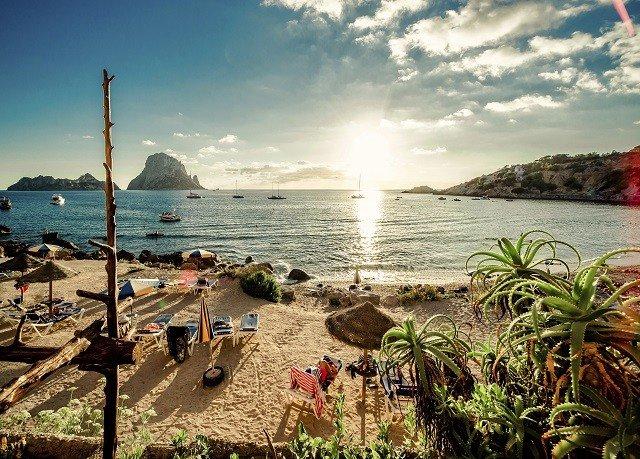 sky water Beach Sea shore Coast Ocean caribbean Nature arecales tropics cove cape day line