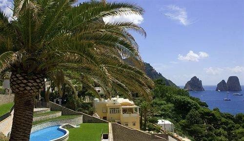 tree sky property Resort arecales plant Coast Beach caribbean palm Villa palm family condominium