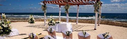 ground water Beach leisure Resort Ocean caribbean porch shore sandy Deck