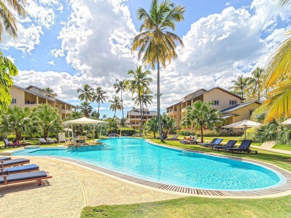 Exterior Lounge Pool tree Resort swimming pool Beach property leisure lawn caribbean lined condominium Villa resort town mansion blue palm swimming