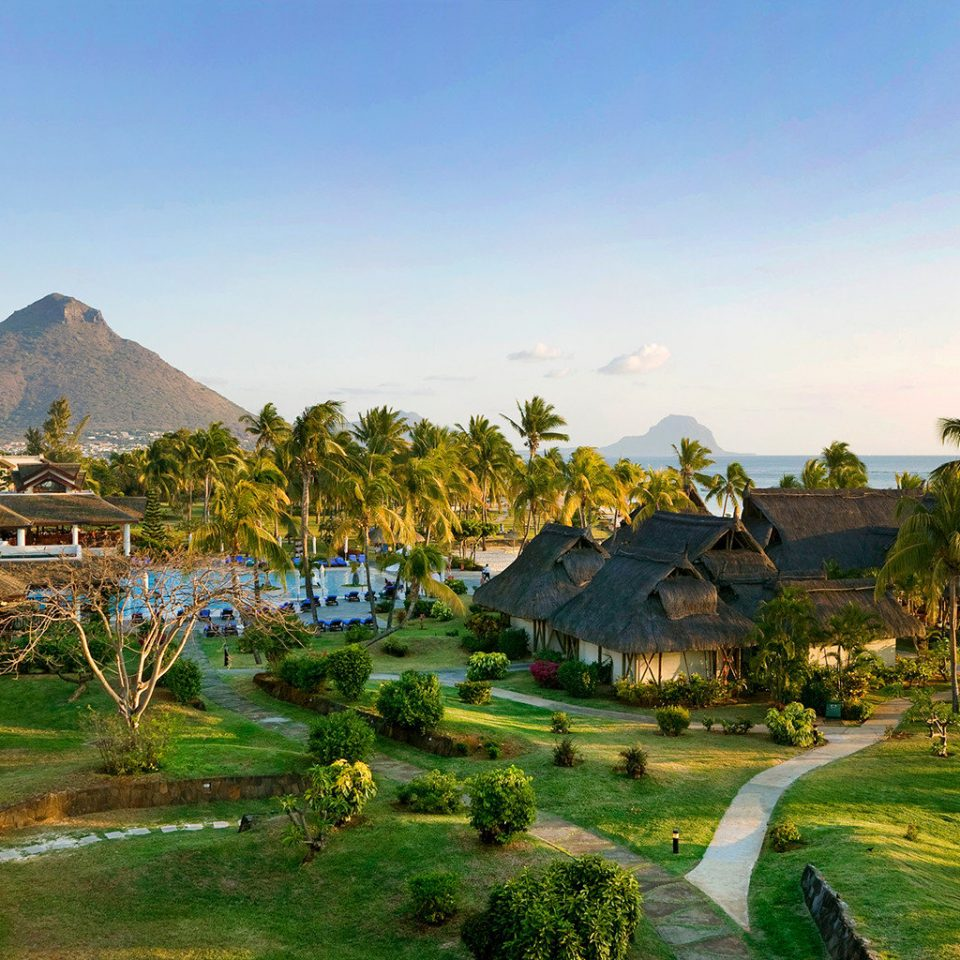 Beach Family Grounds Modern grass sky Town Resort residential area Village park hill rural area landscape agriculture aerial photography Garden lush