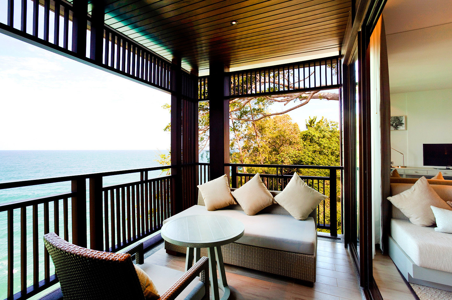 Beach Family Modern Resort chair property living room condominium home Villa Suite cottage nice overlooking dining table