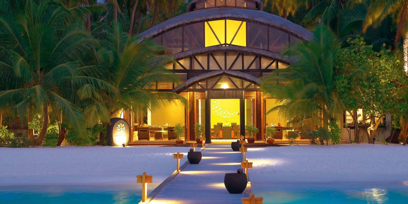 Beach Honeymoon Luxury Romance Waterfront Wellness tree leisure swimming pool Resort arecales landscape lighting tropics