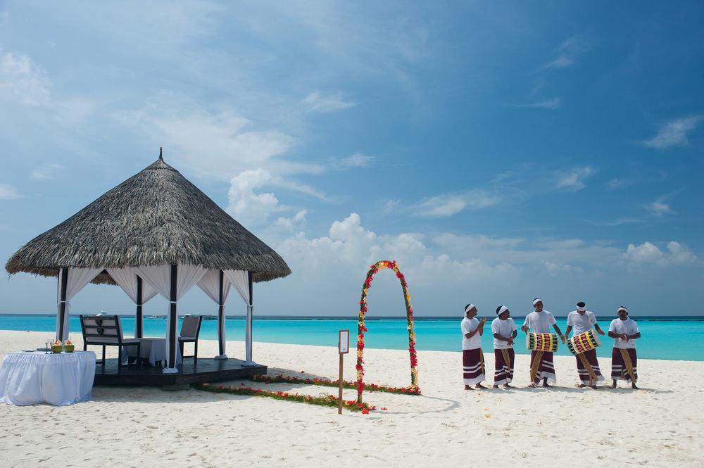 sky Beach ground Sea shore Nature Ocean Island Resort caribbean sand lined sandy day