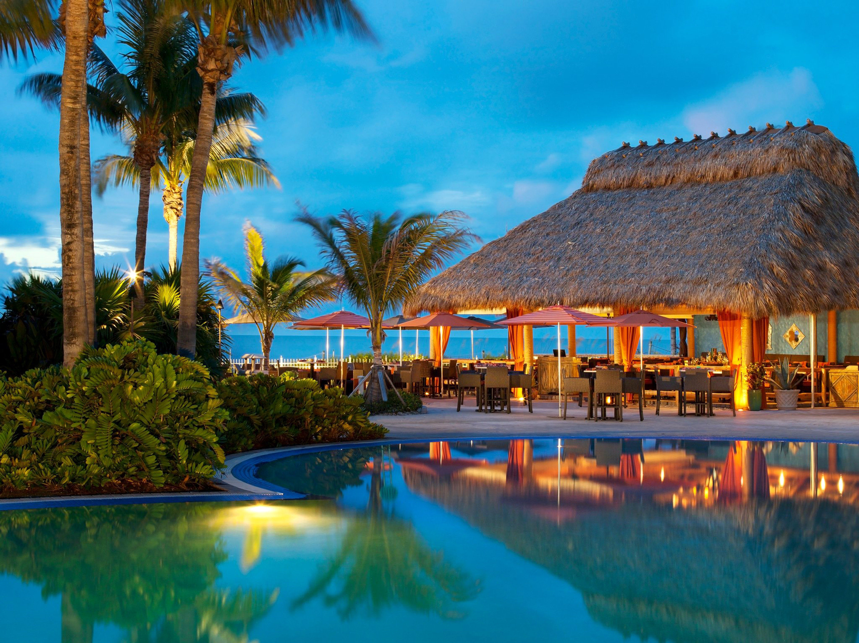 Lounge Luxury Modern Pool tree sky water swimming pool Resort palm arecales caribbean Beach Lagoon colorful Sea colored lined