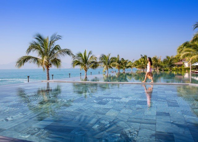 sky water palm swimming pool leisure Beach Resort Lagoon plant arecales caribbean Nature Sea shore tree sandy
