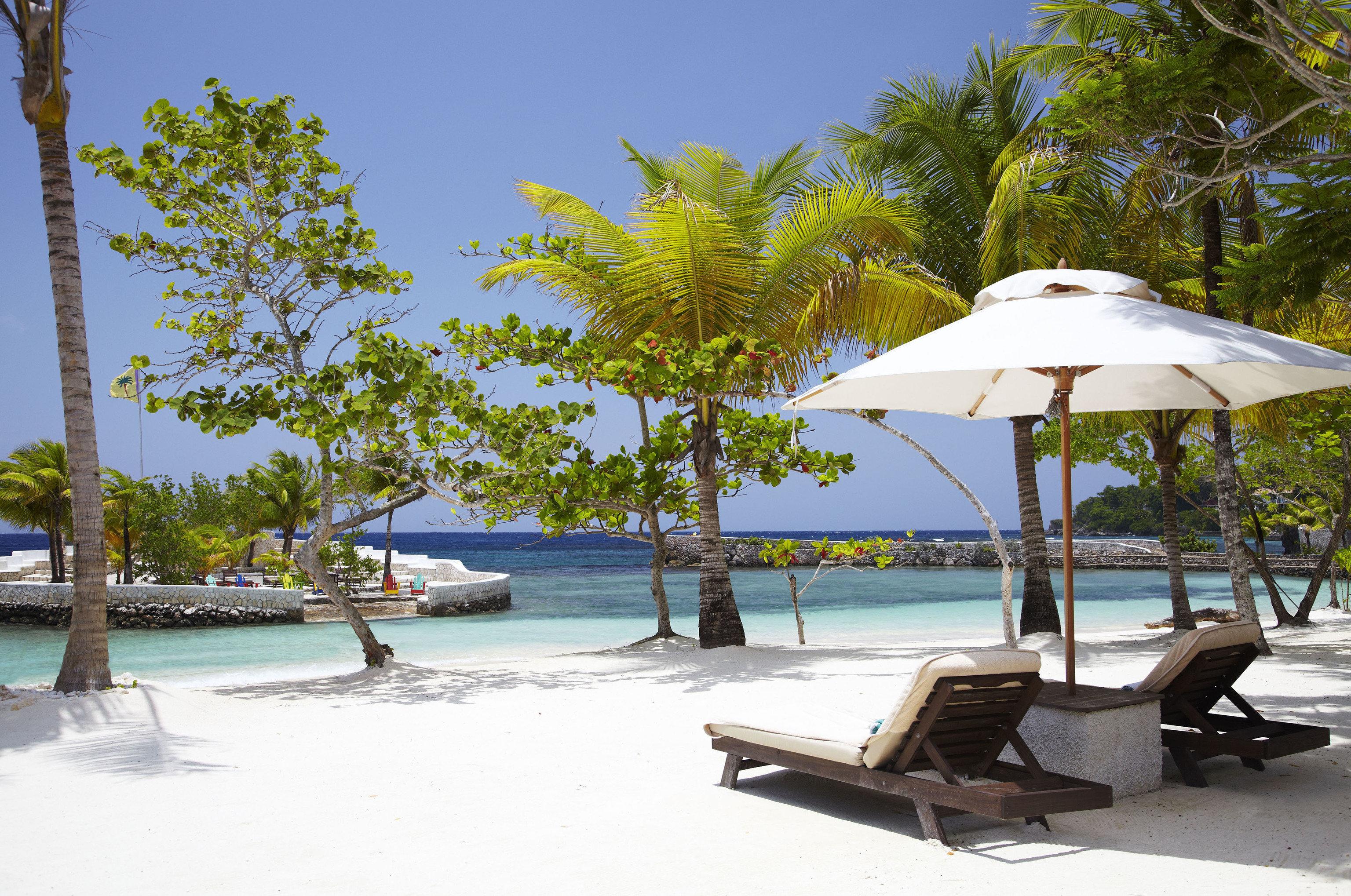 tree sky Resort tropics arecales swimming pool palm tree caribbean leisure sunlounger outdoor furniture Beach water Sea Lagoon resort town shore