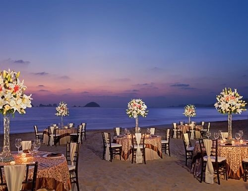 sky Beach evening Resort flower dining table