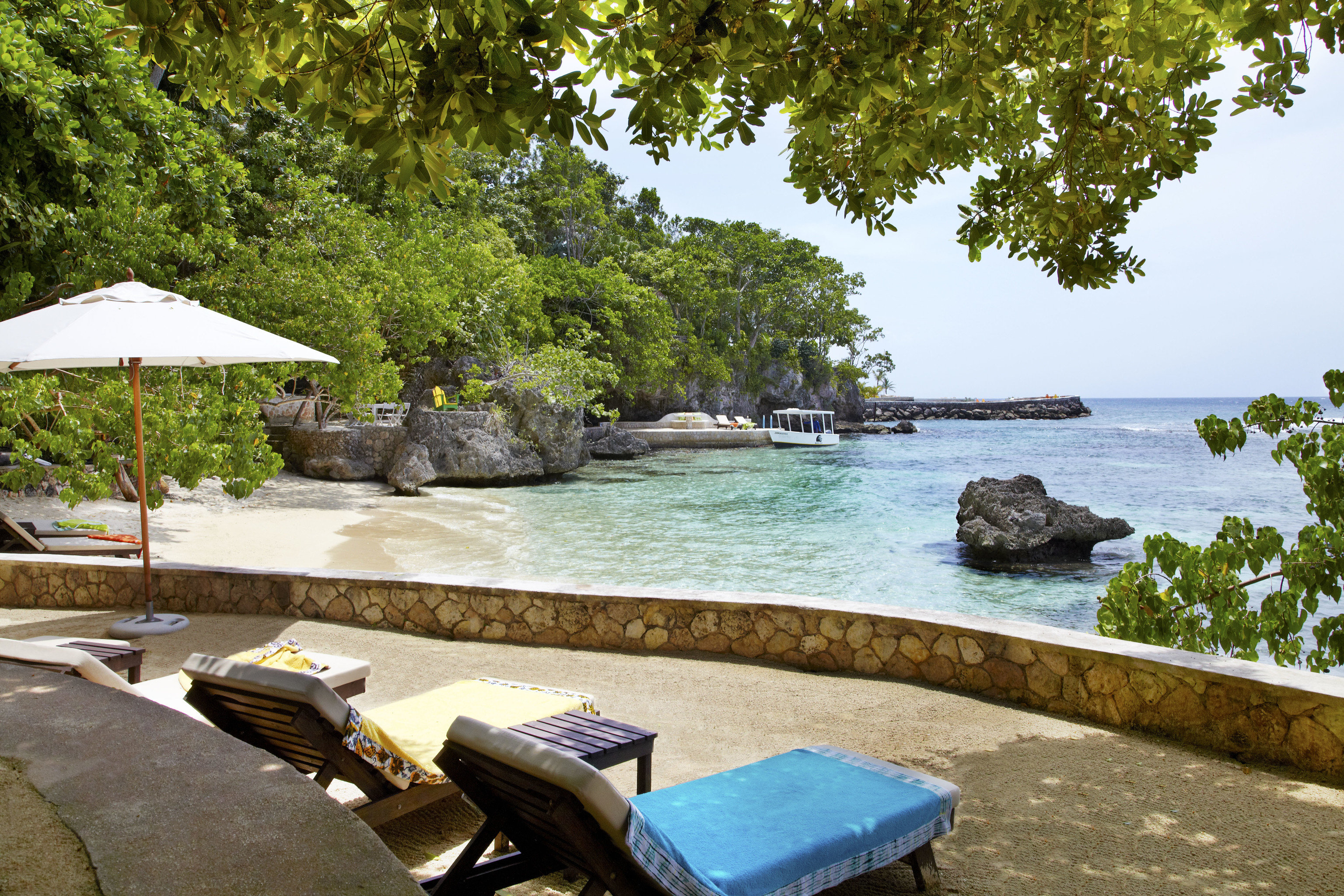 tree water Resort leisure tropics Sea Beach outdoor furniture swimming pool sunlounger arecales caribbean landscape Villa cottage plant