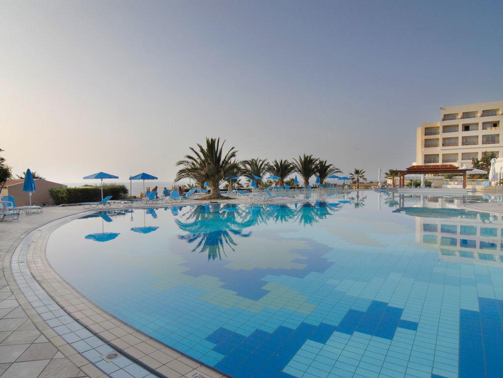 sky swimming pool leisure Resort marina Water park Beach condominium Sea dock palm sandy