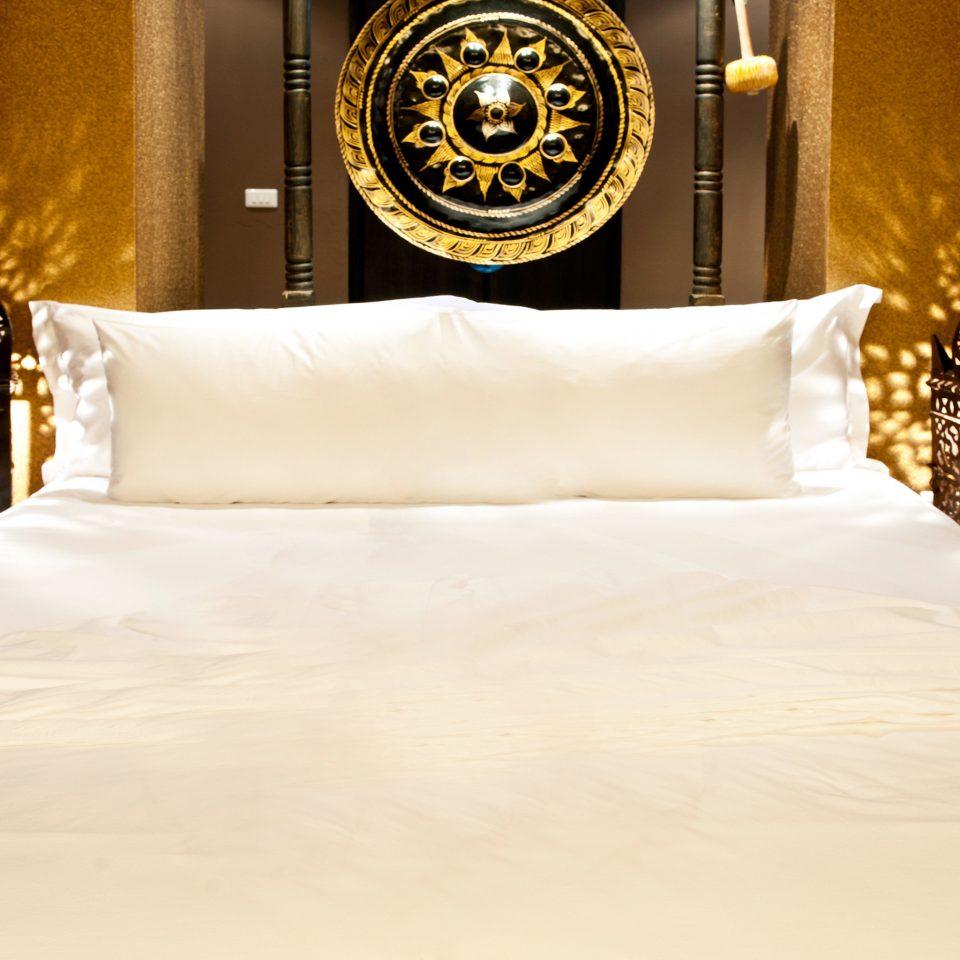 Beachfront Bedroom Boutique bed sheet white textile Suite bedclothes