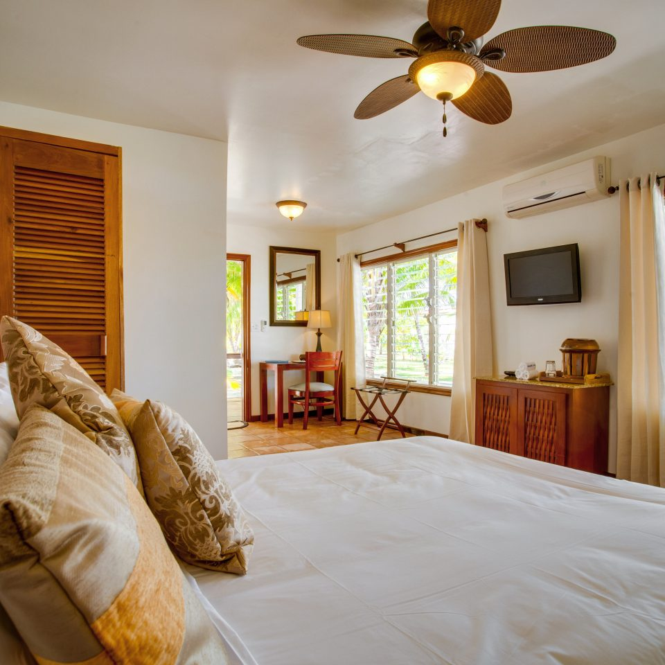 Beachfront Bedroom Budget Family Island Tropical property home pillow cottage Suite living room farmhouse