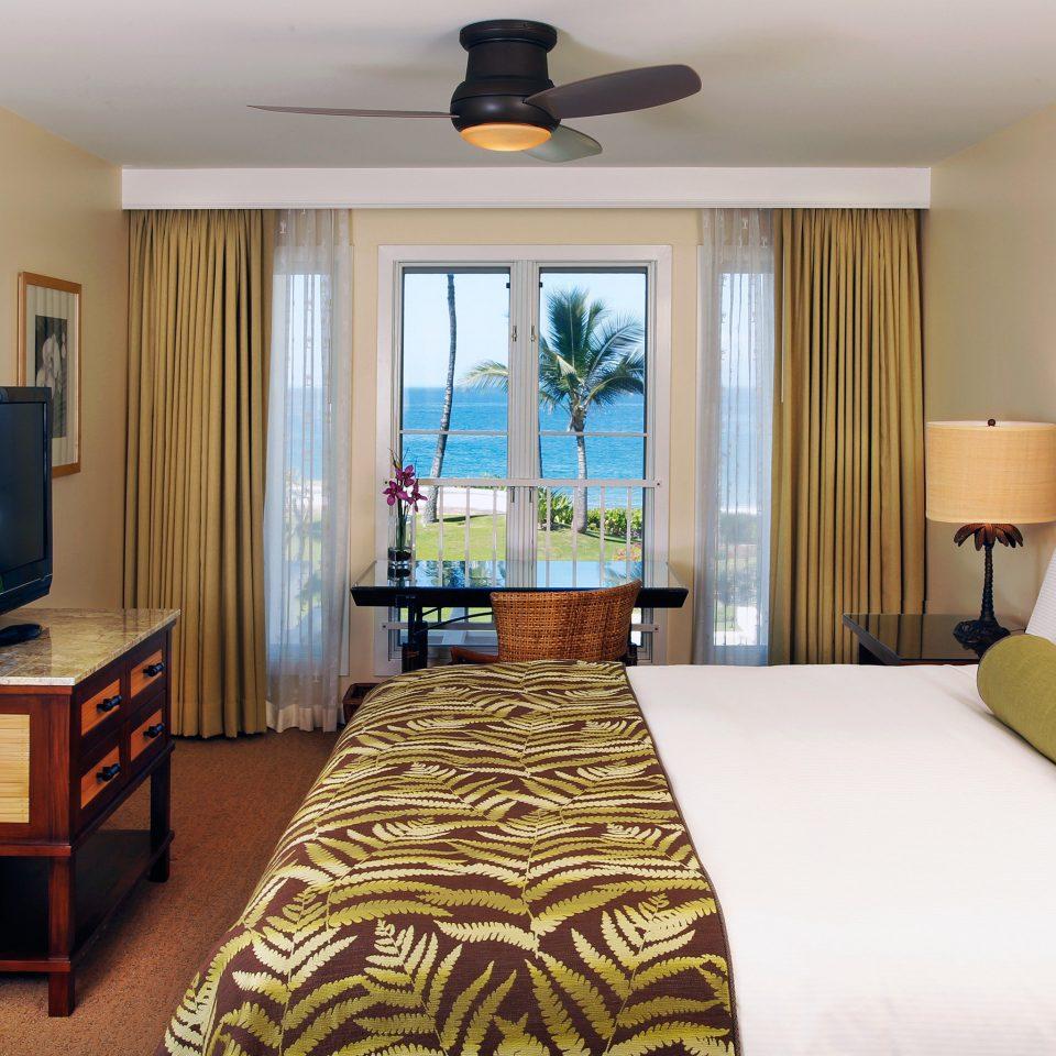 Beachfront Bedroom Classic Family Resort sofa property Suite home cottage living room condominium