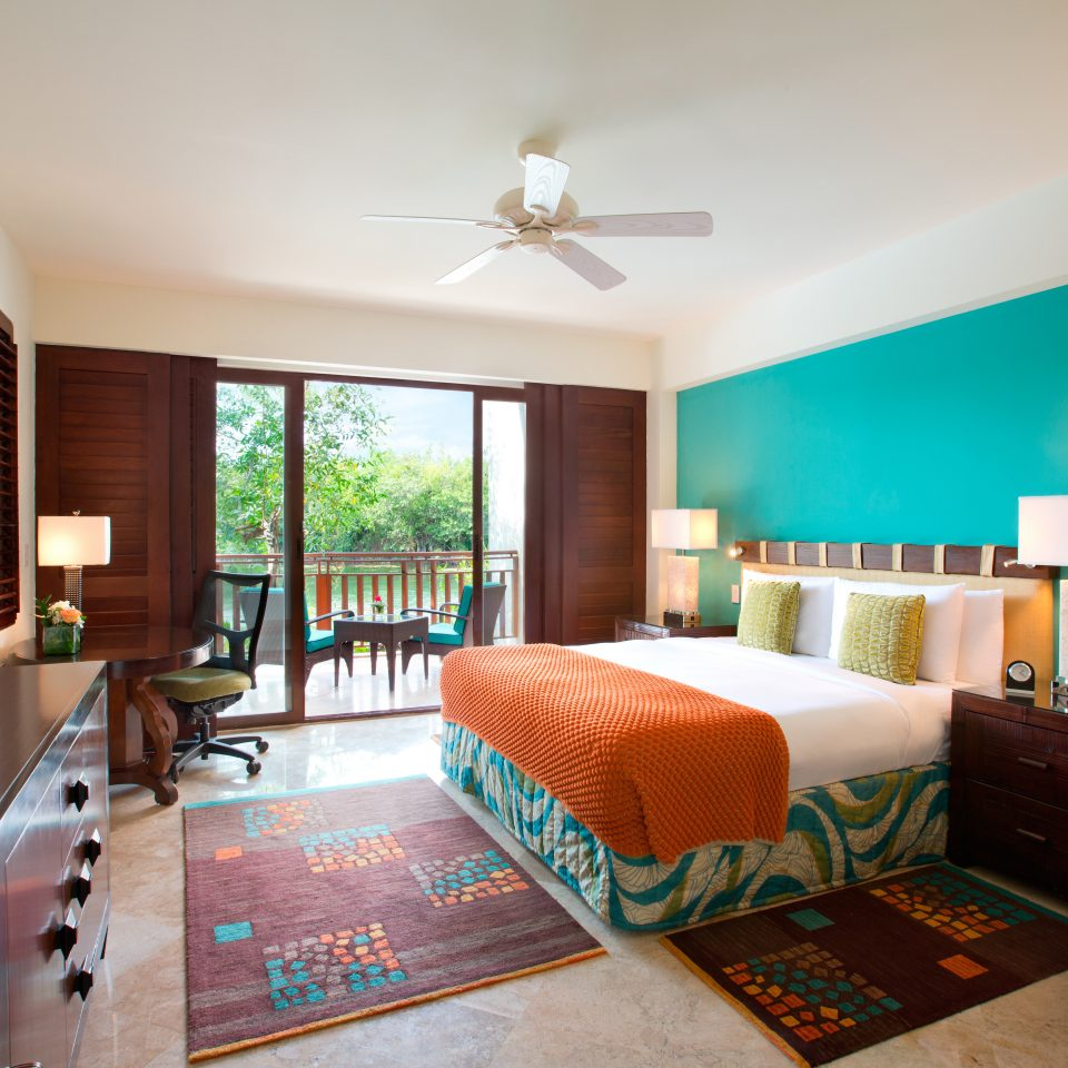 Beachfront Bedroom Classic Family Hotels Resort sofa property living room condominium home Suite cottage Villa flat