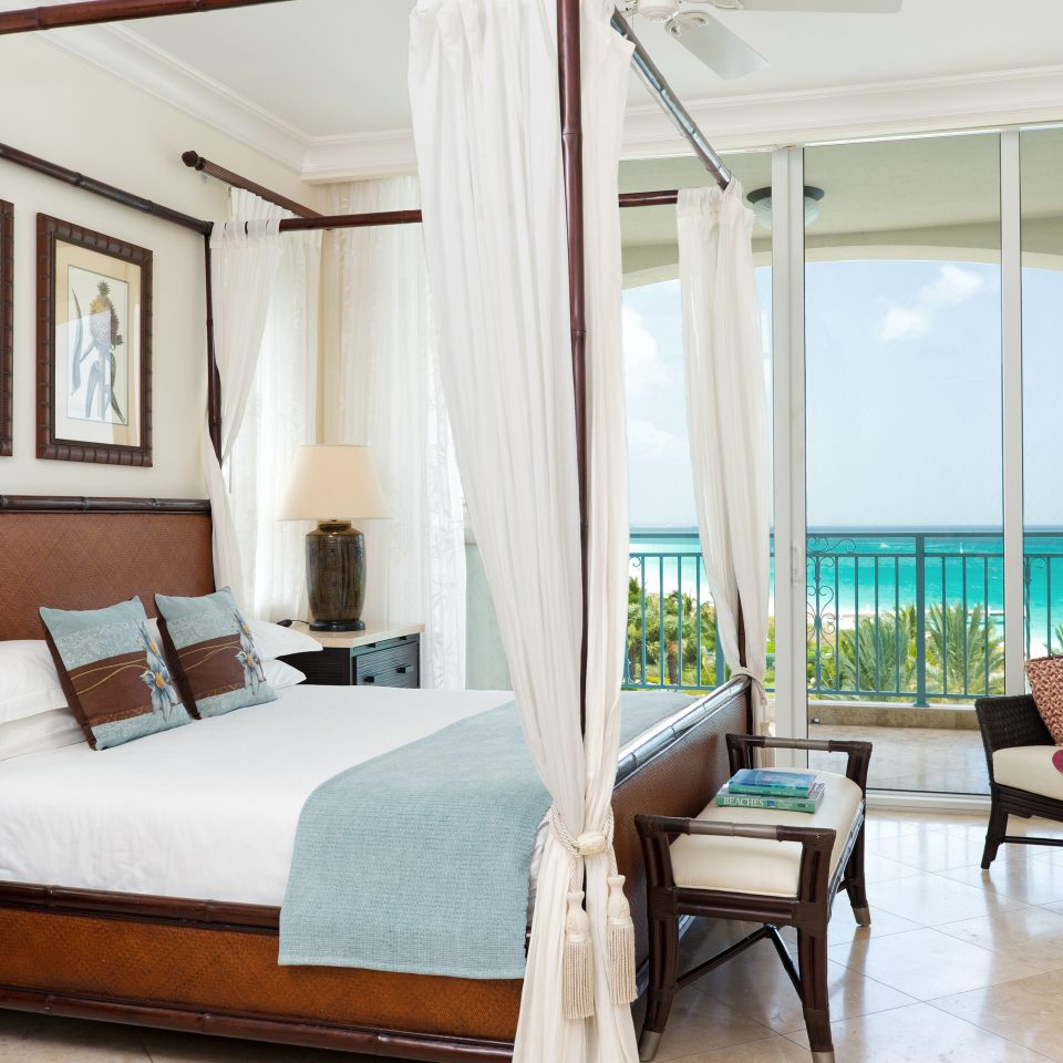 Beachfront Bedroom Classic Family Resort chair property living room home Suite cottage Villa condominium farmhouse