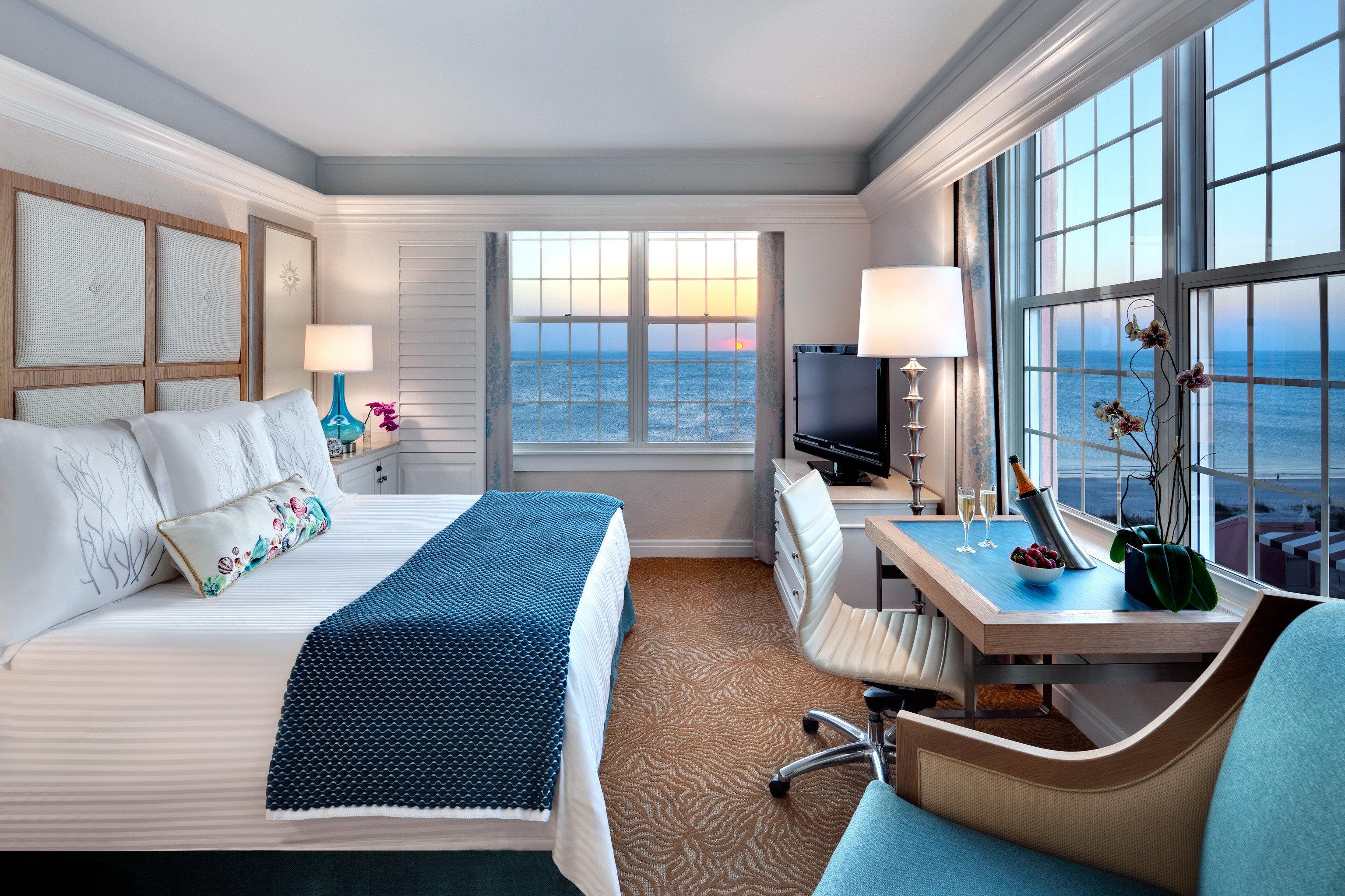 Beachfront Bedroom Classic Family Florida Miami Resort Trip Ideas Weekend Getaways property Suite condominium living room home