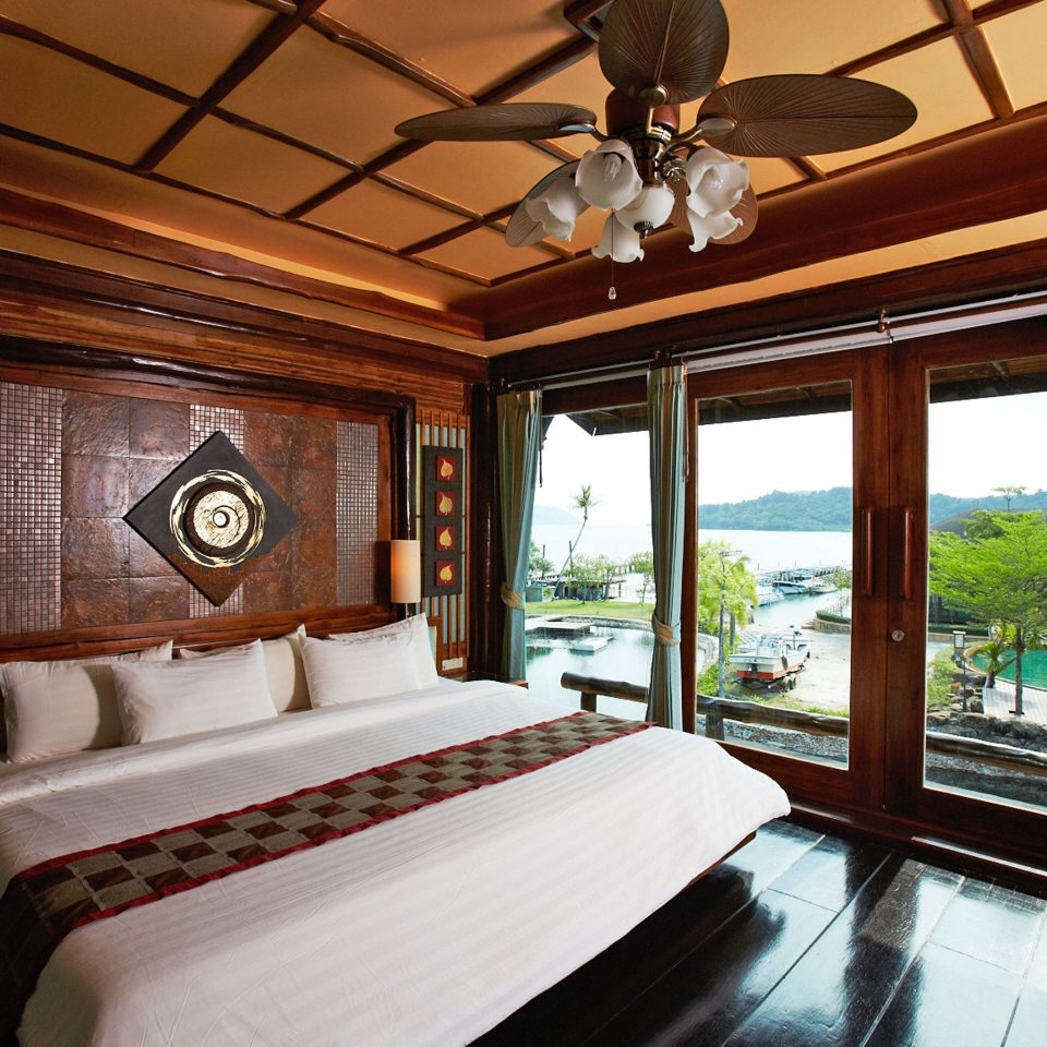 Beachfront Bedroom Classic Scenic views property Resort home Suite cottage mansion Villa