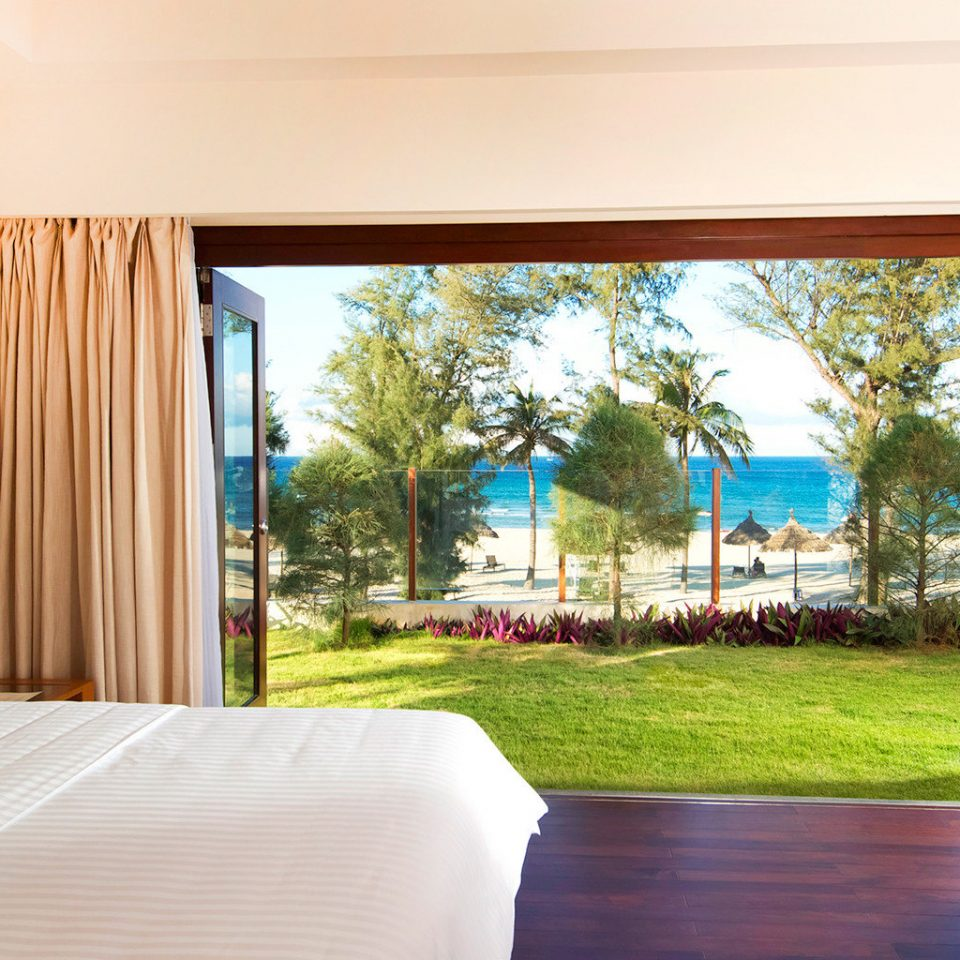 Beachfront Bedroom Classic Resort Scenic views property home Villa condominium Suite