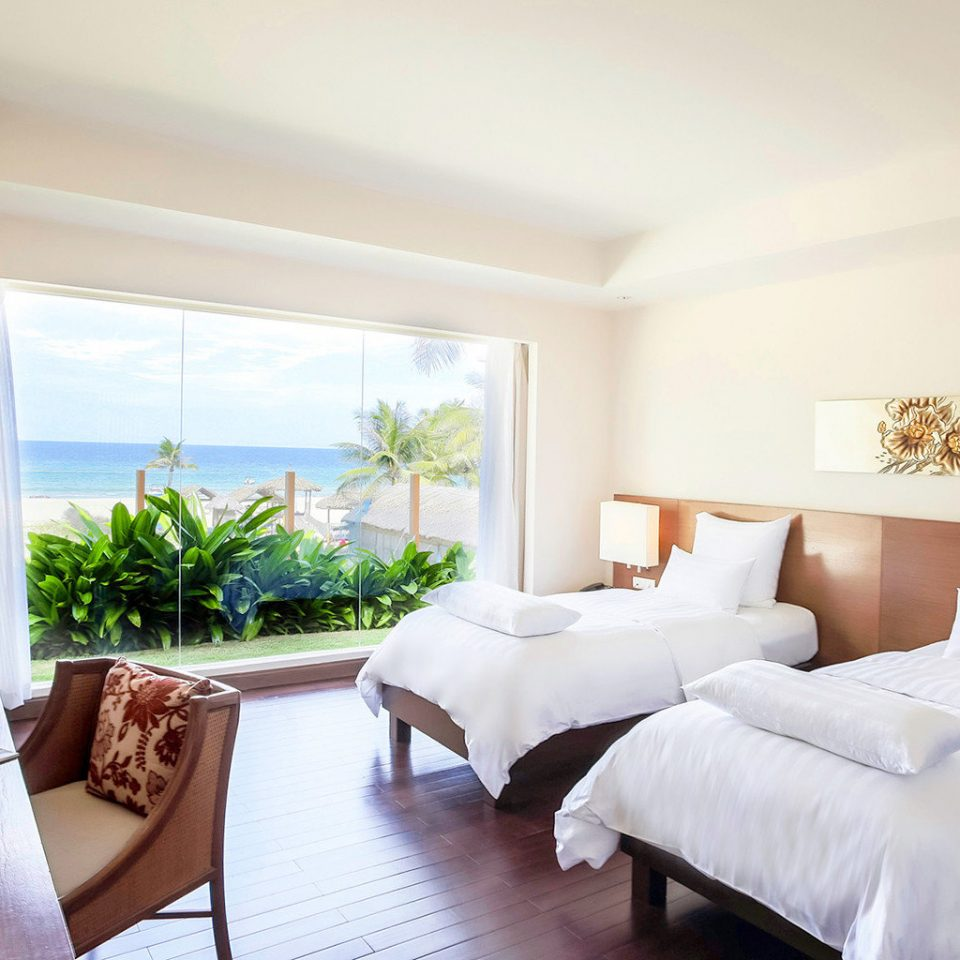 Beachfront Bedroom Classic Resort Scenic views property Suite cottage condominium living room Villa home nice