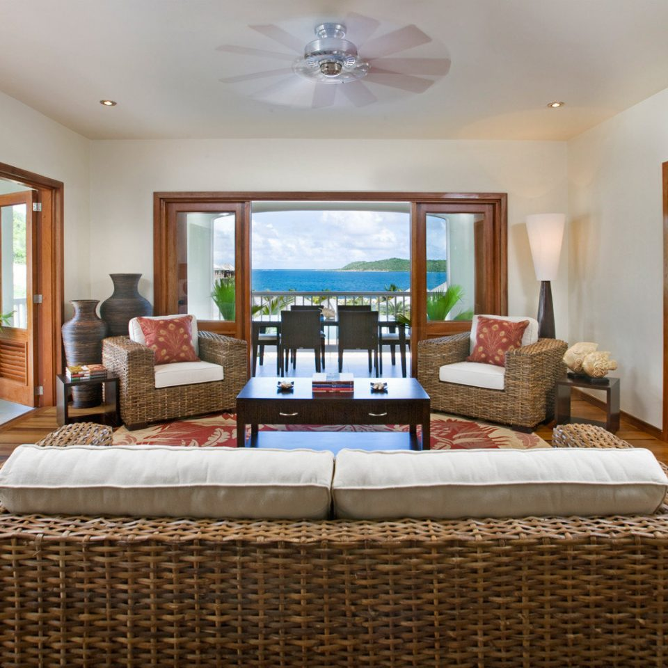 Beachfront Bedroom Classic Resort property living room Suite condominium home Villa mansion