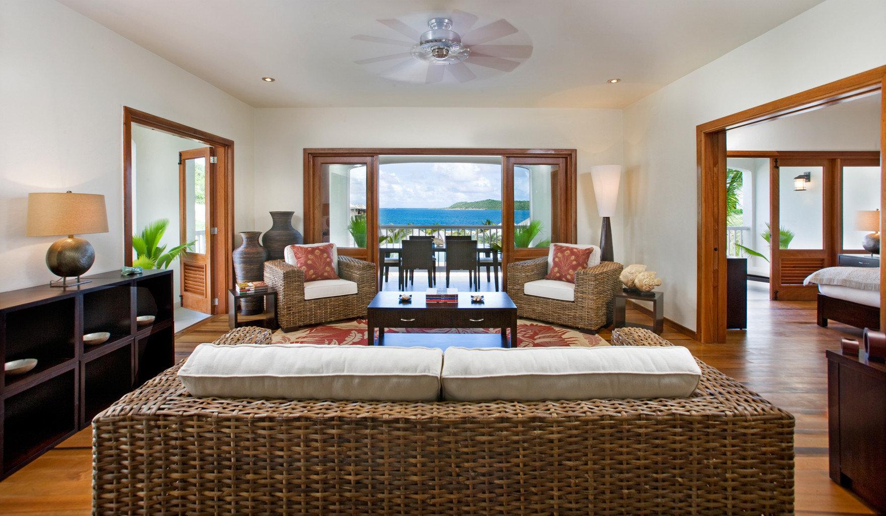 Beachfront Bedroom Classic Resort property living room Suite condominium home Villa mansion