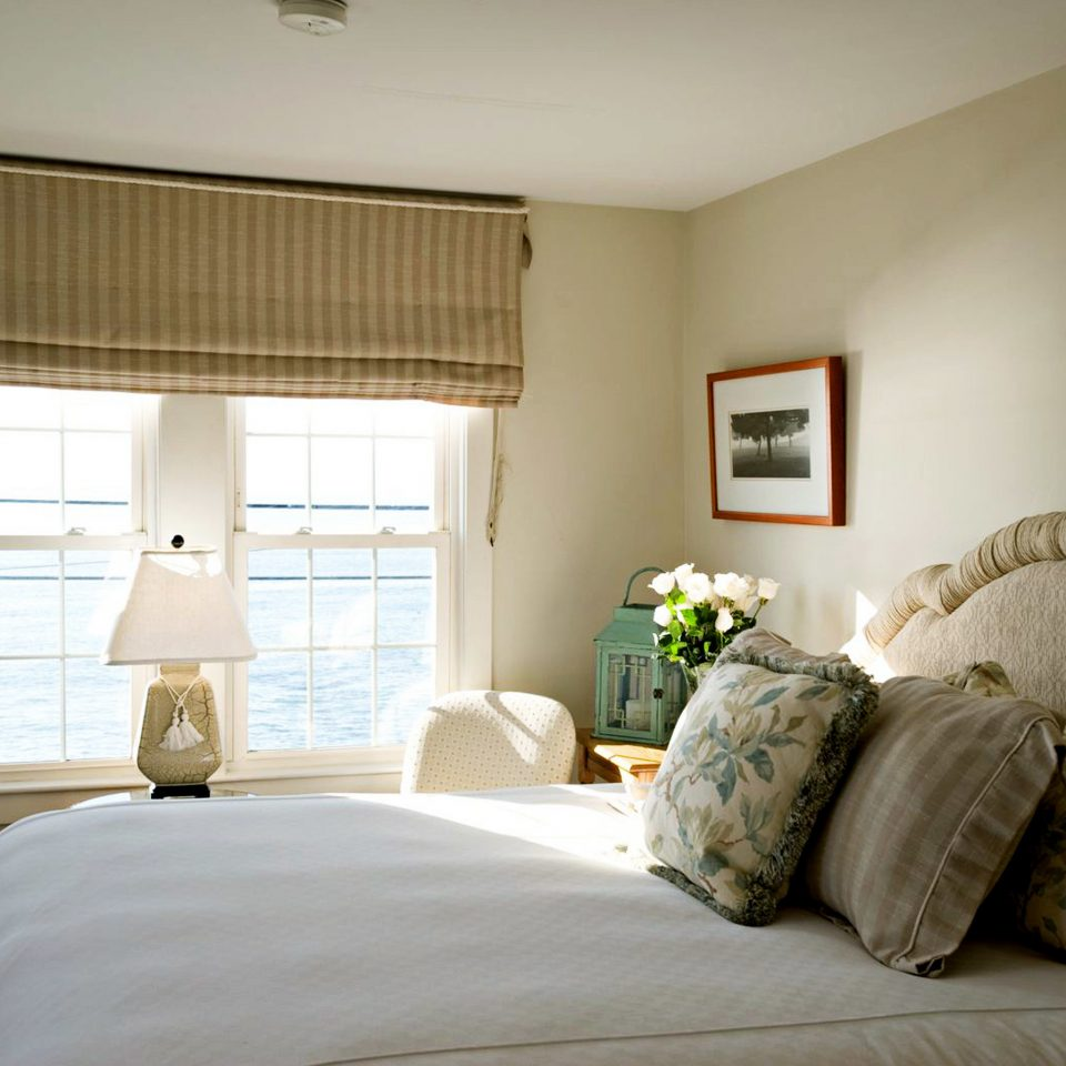 Beachfront Bedroom Country Hotels Inn Scenic views Waterfront property living room home cottage Suite pillow