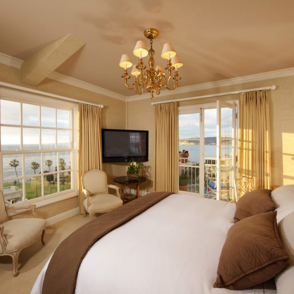 Beachfront Bedroom Elegant Hotels Luxury Ocean Scenic views Waterfront sofa property living room home Suite cottage