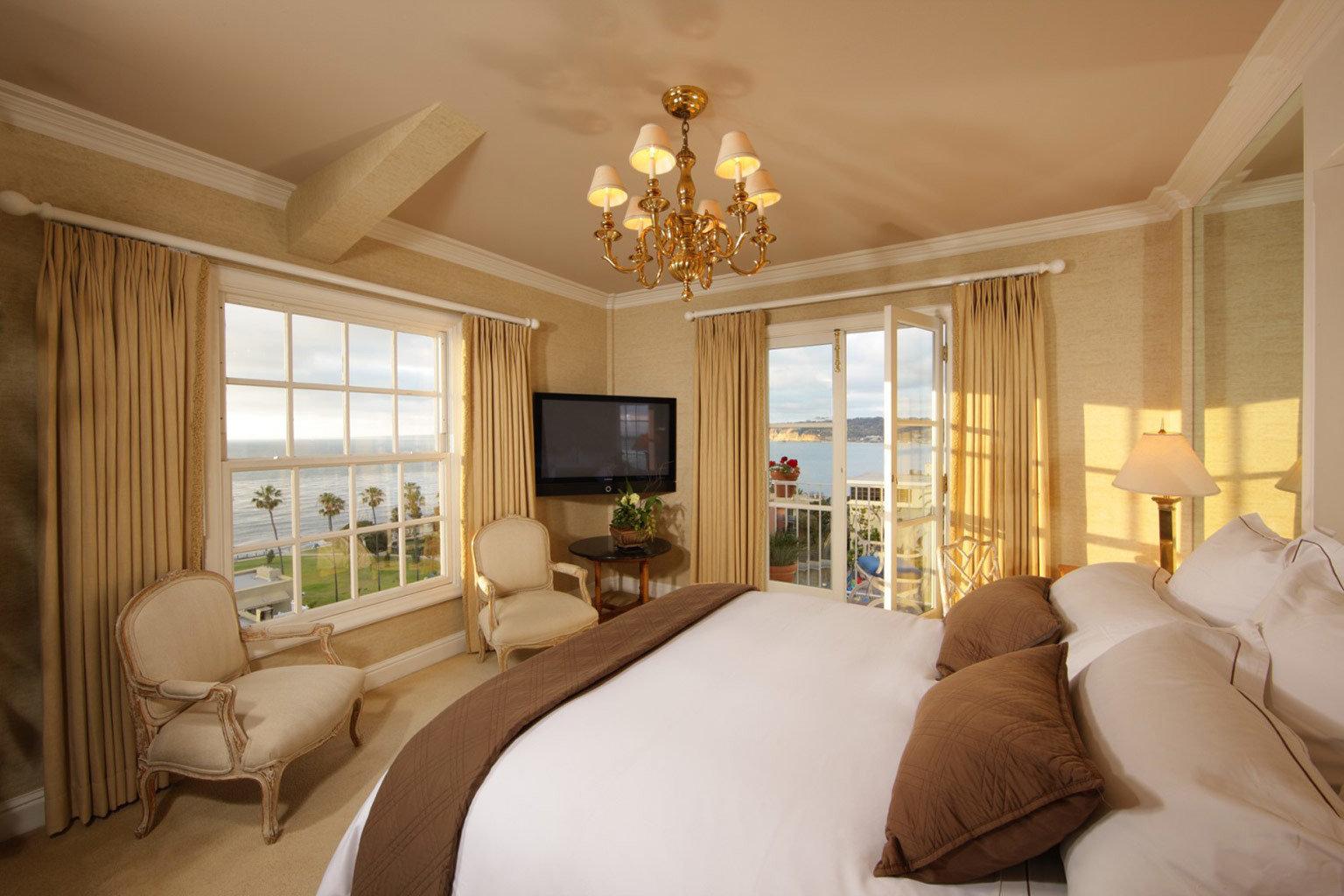 Beachfront Bedroom Elegant Hotels Luxury Ocean Scenic views Waterfront sofa property living room home Suite cottage