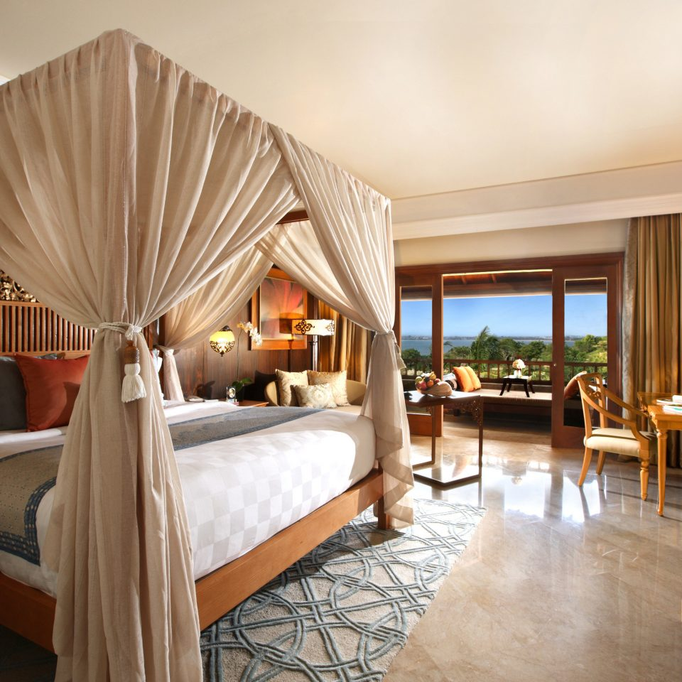 Beachfront Bedroom Elegant Luxury Modern Scenic views Suite property home cottage Villa Resort living room mansion