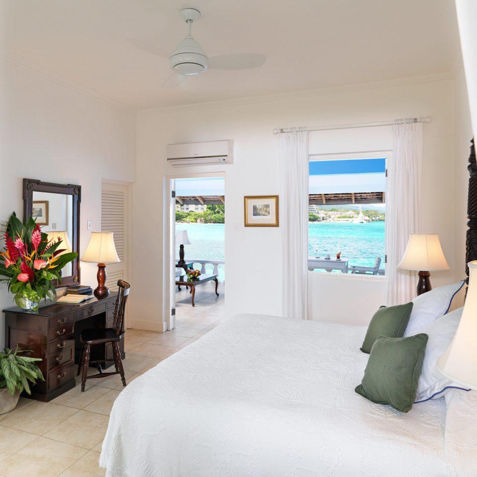 Beachfront Bedroom Elegant Luxury Patio Suite property living room home house condominium Villa cottage