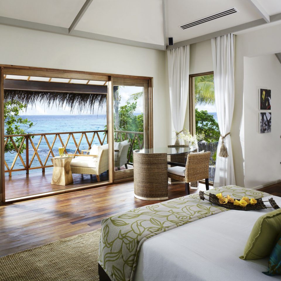 Beachfront Bedroom Family Hotels Resort Scenic views Suite property condominium living room home Villa cottage mansion