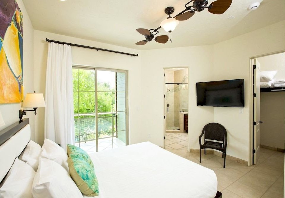 Beachfront Bedroom Family Resort property home living room cottage Suite Villa condominium