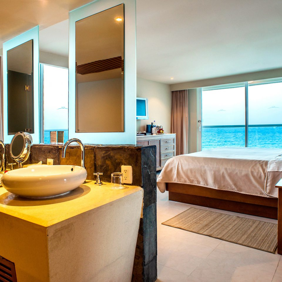 Beachfront Bedroom Hotels Luxury Modern Patio Scenic views Suite property home condominium Villa cottage