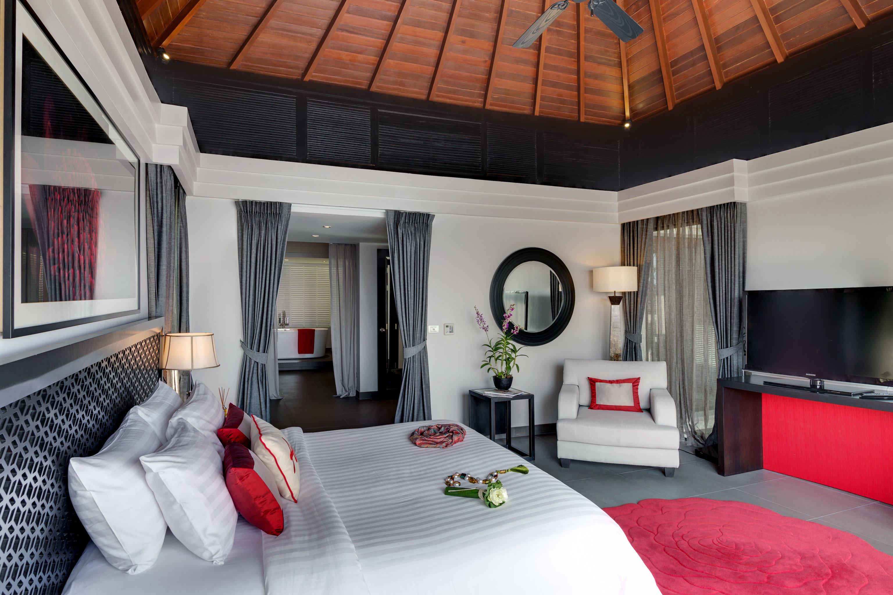 Beachfront Bedroom Luxury Modern property living room pillow cottage home Suite white Villa loft