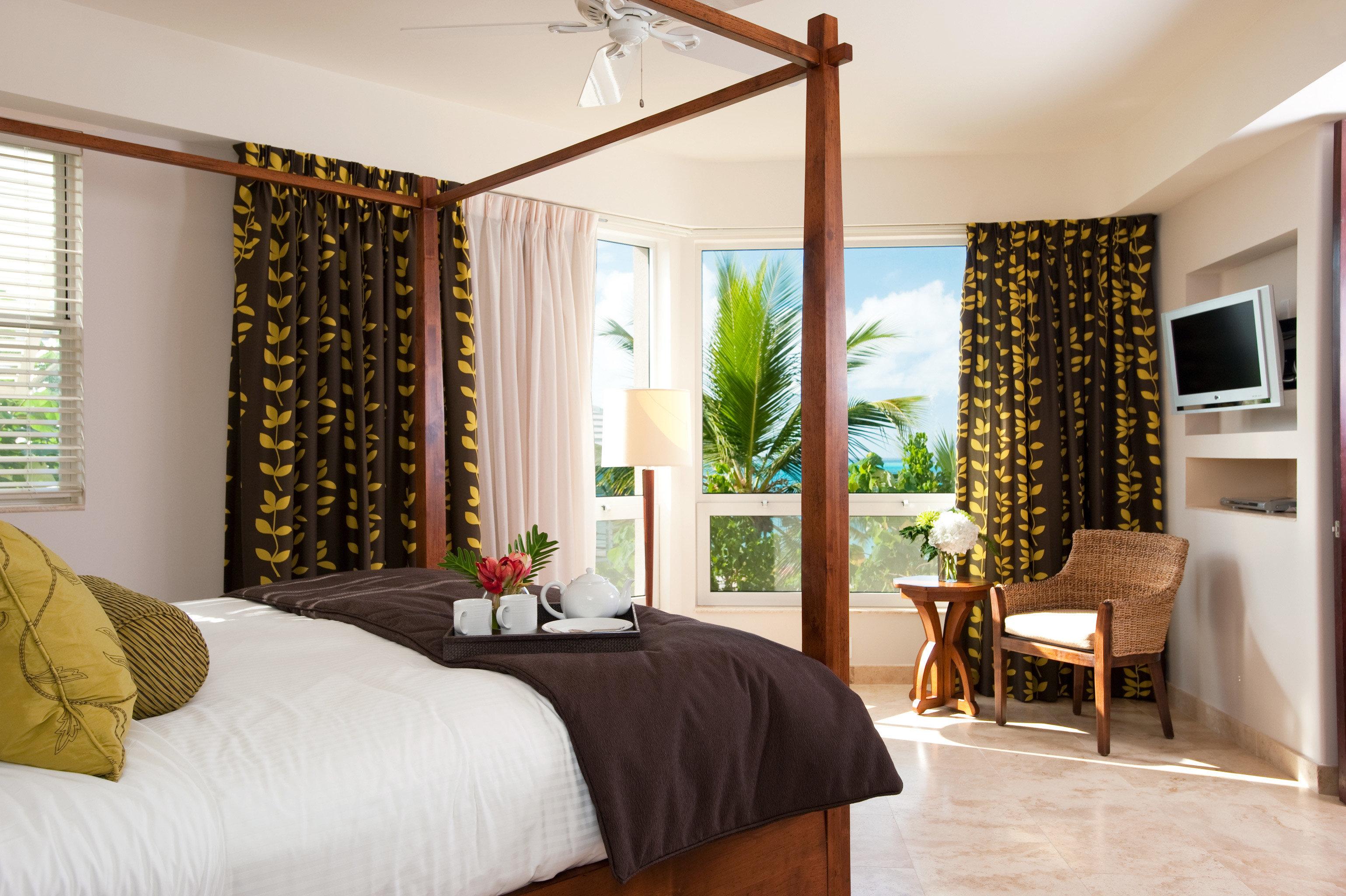 Beachfront Bedroom Luxury sofa property home living room cottage hardwood farmhouse condominium Suite Villa