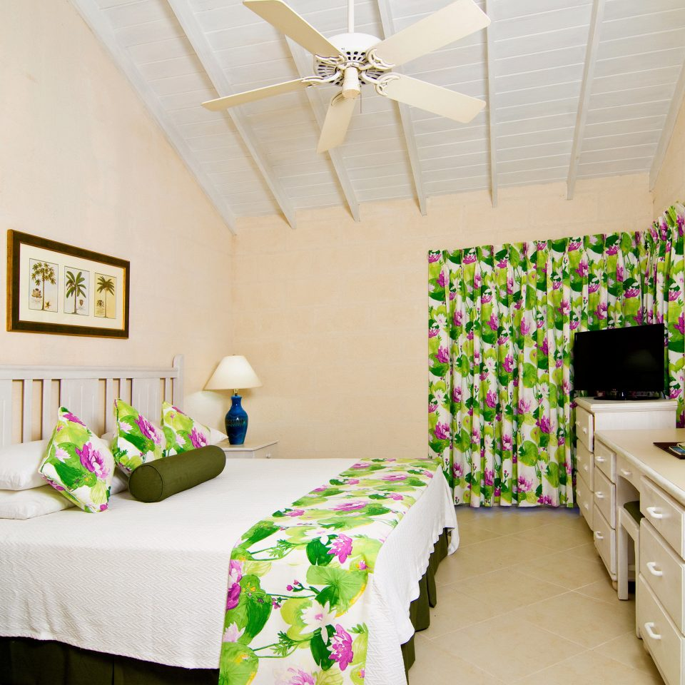 Beachfront Bedroom Modern property cottage home living room farmhouse containing