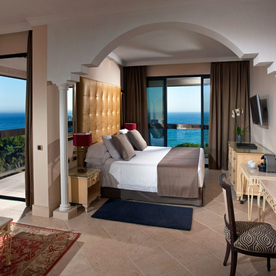 Beachfront Bedroom Resort Suite Waterfront property living room home condominium Villa cottage mansion Modern