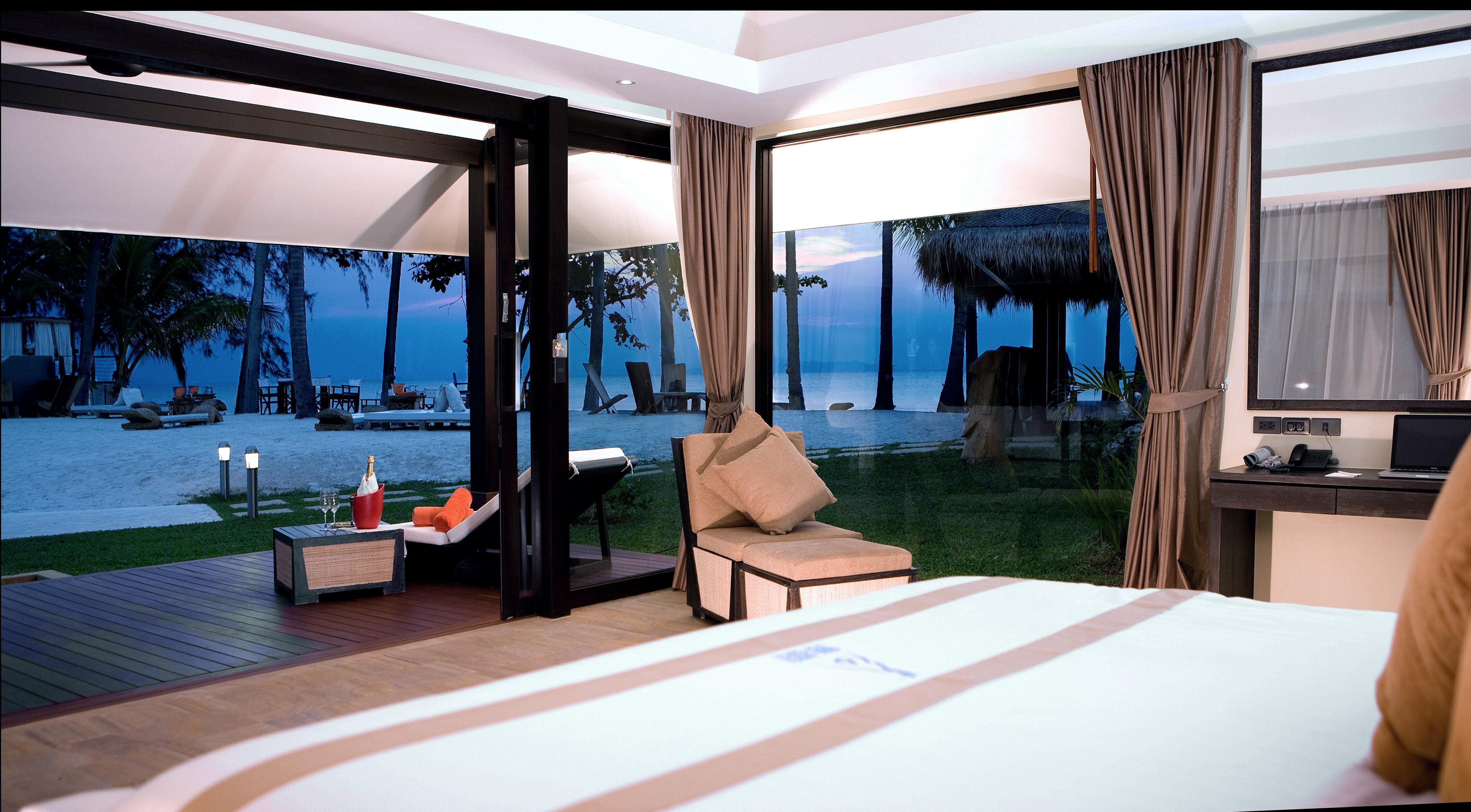 Beachfront Bedroom Modern Resort Suite property condominium home Villa living room swimming pool overlooking