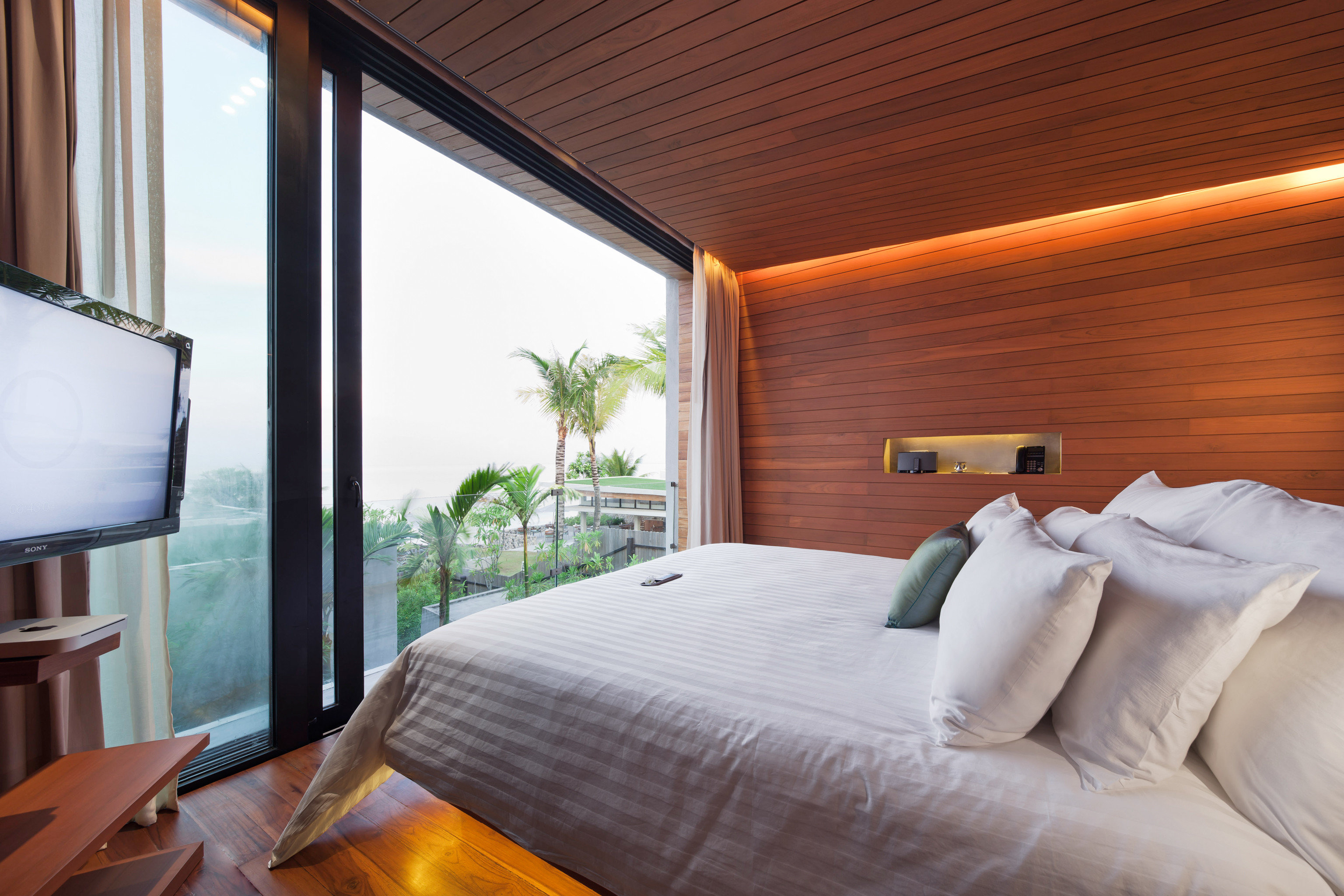Beachfront Bedroom Modern Romantic Scenic views property Suite cottage Resort pillow Villa