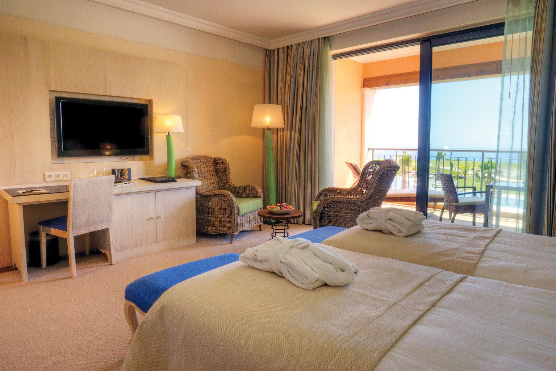Beachfront Bedroom Modern Resort property living room Suite condominium home hardwood Villa cottage