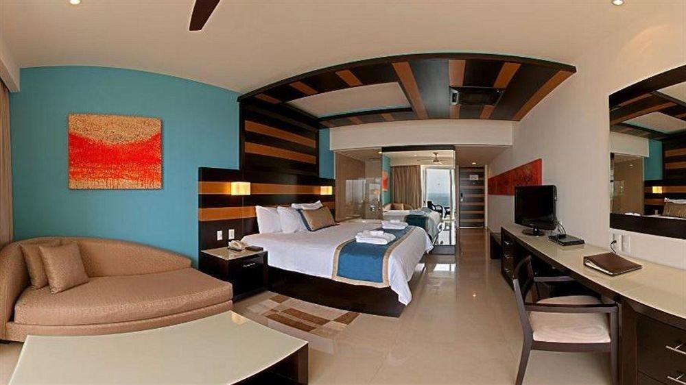 Beachfront Bedroom Modern Resort Waterfront property living room Suite home condominium cottage Villa dining table