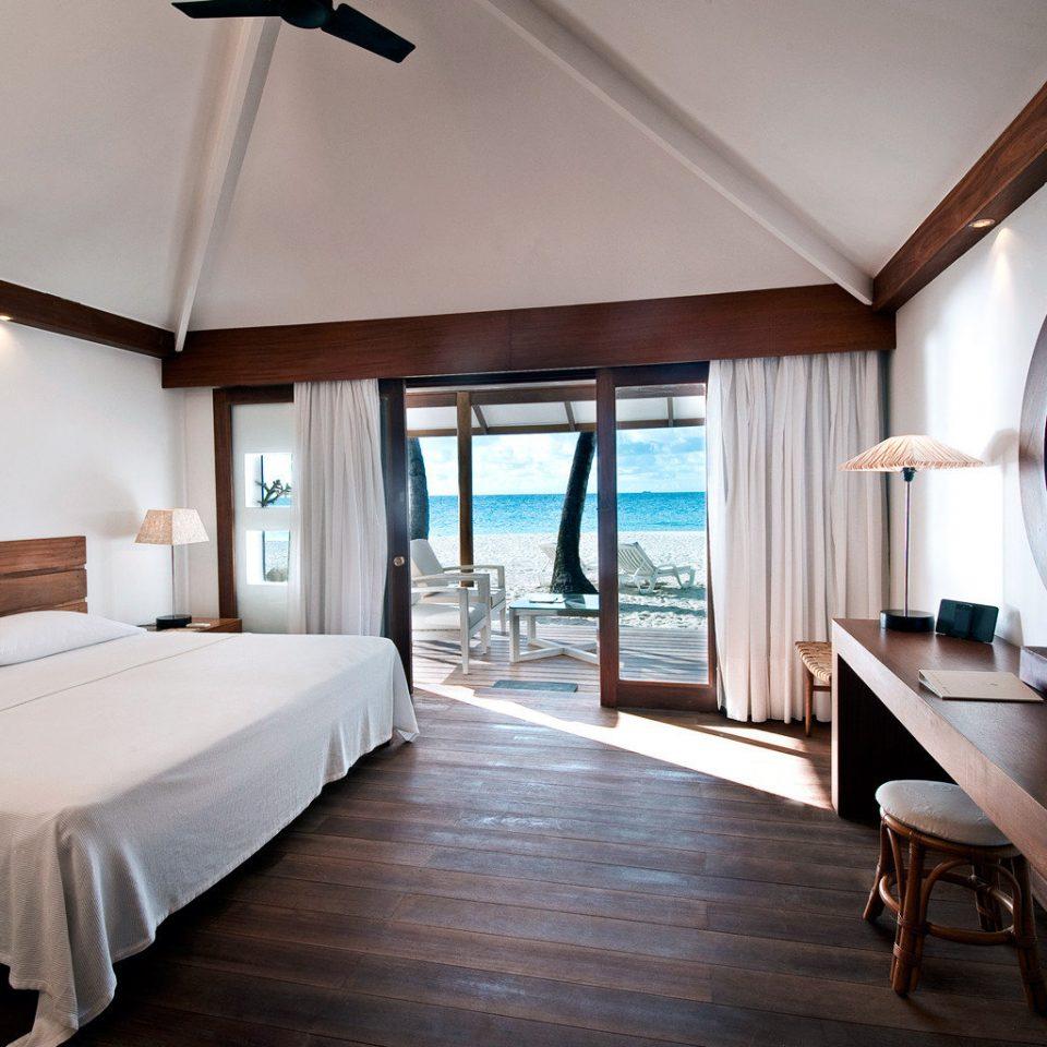 Beachfront Bedroom Modern Resort property Suite home Villa cottage living room