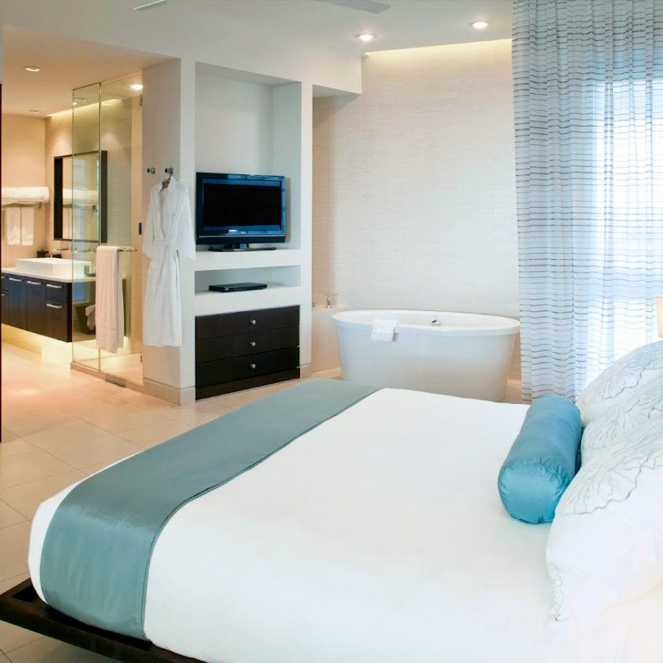 Beachfront Bedroom Resort property Suite condominium green living room swimming pool Modern