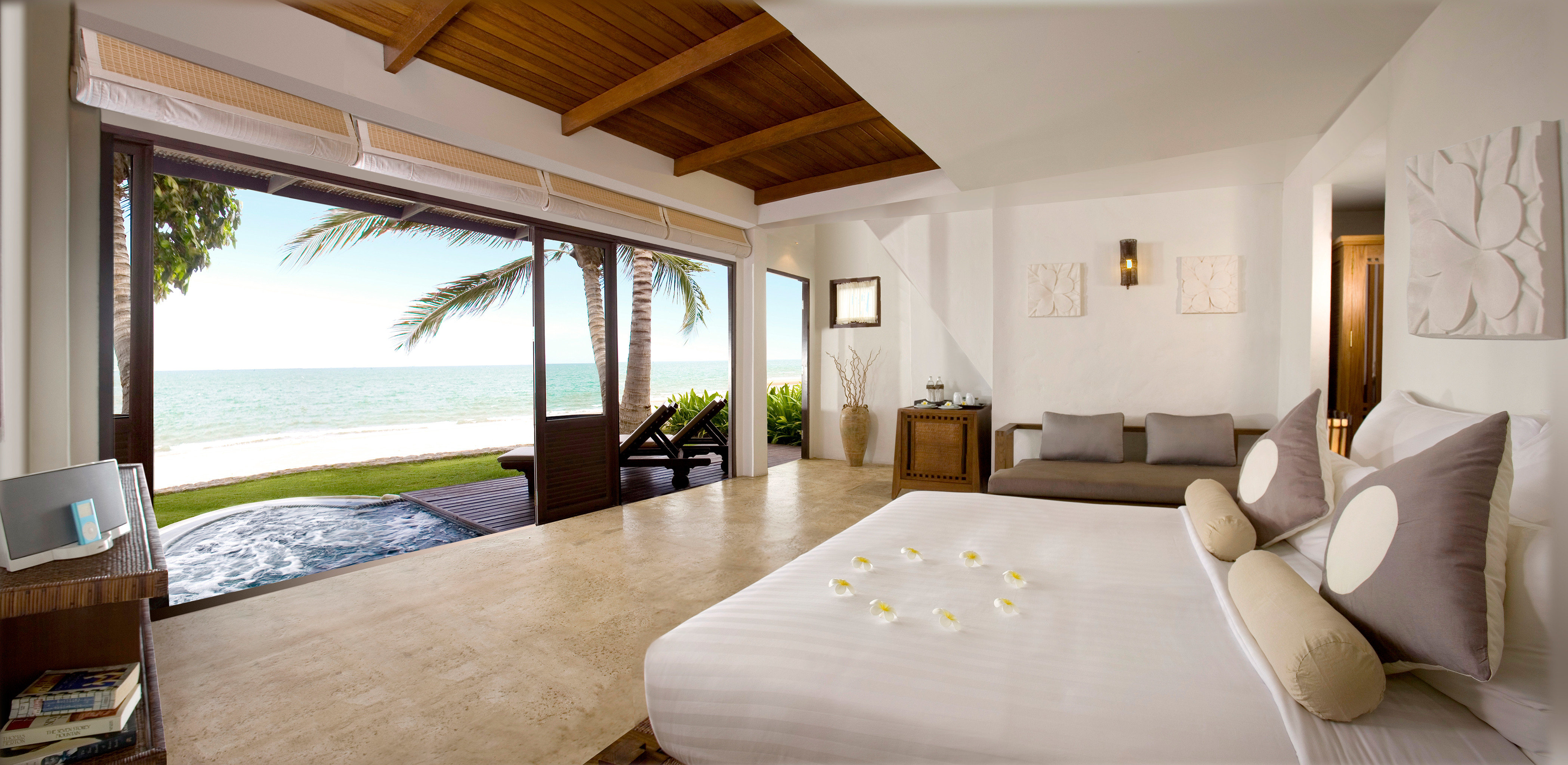 Beachfront Bedroom Ocean Scenic views Suite property Villa cottage home Resort farmhouse flat