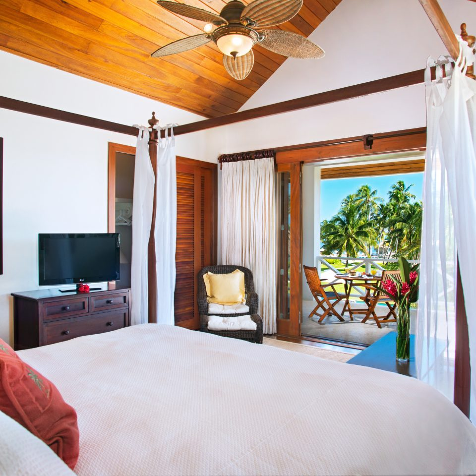 Beachfront Bedroom Patio Resort Scenic views Suite property living room home cottage Villa farmhouse pillow