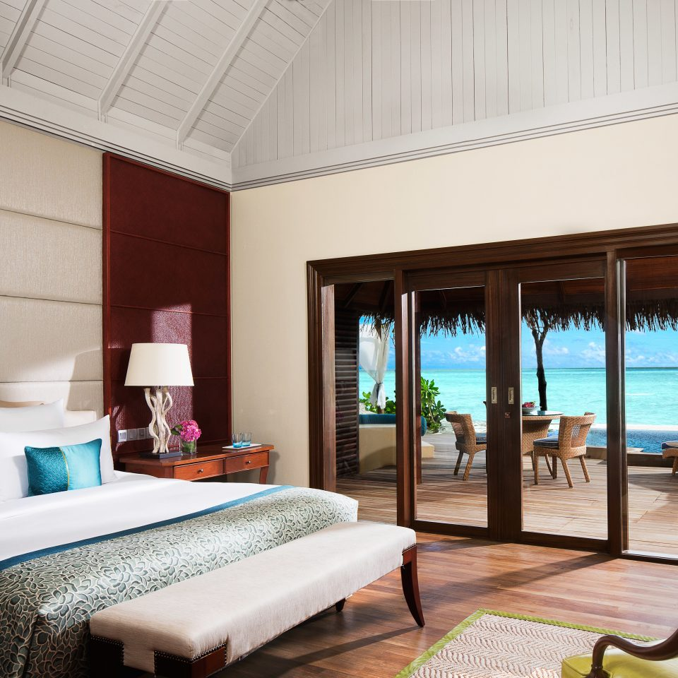 Beachfront Bedroom Patio Resort Scenic views Villa property living room home Suite condominium